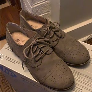 White Mountain Wingtip Oxfords Size 7
